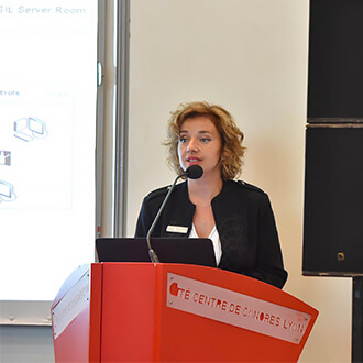 Mélanie Basset presenting SIL at Glassman 2017 in Lyon